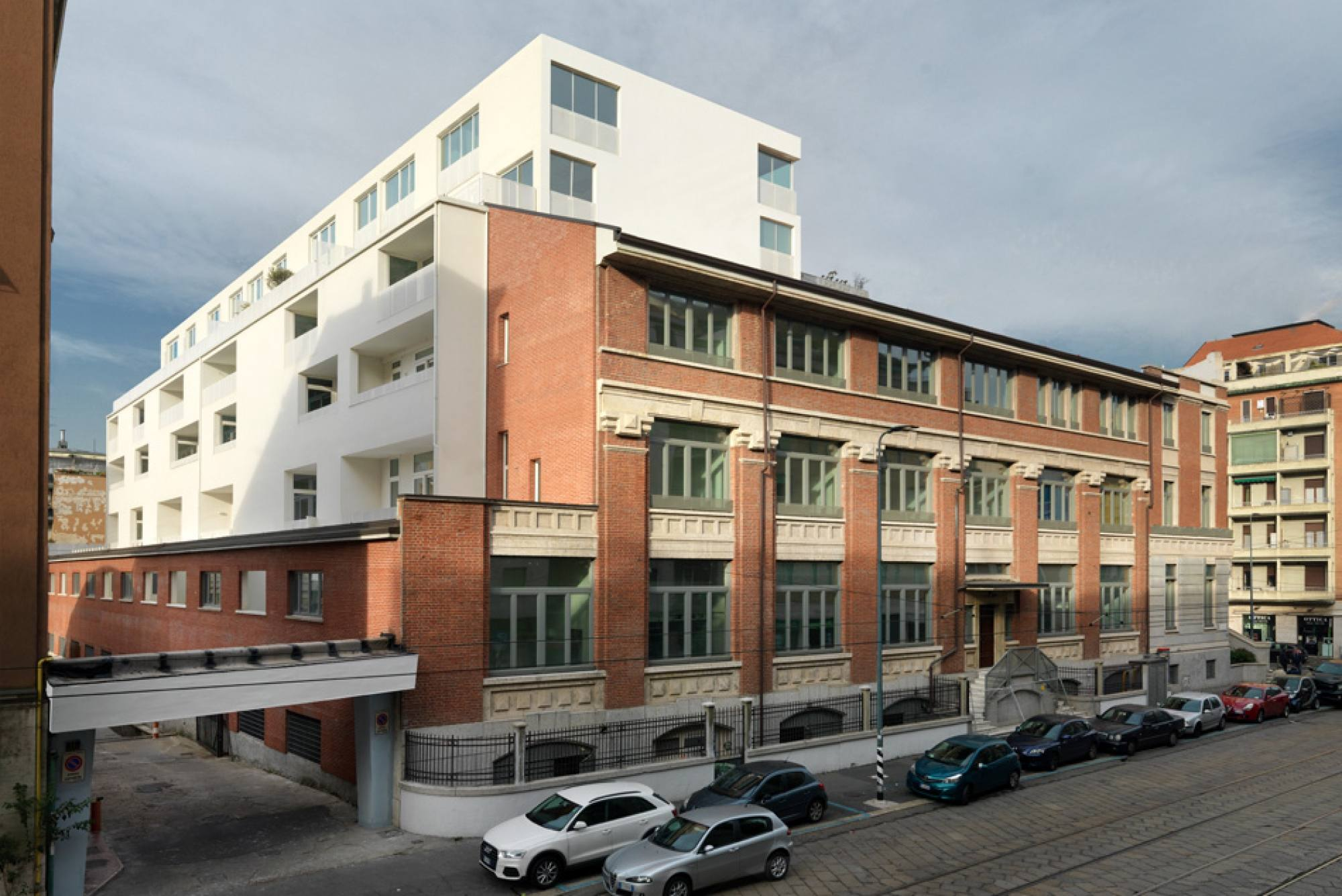 Designed by Piuarch, the housing unit in via Montegani, Milan, is now completed
